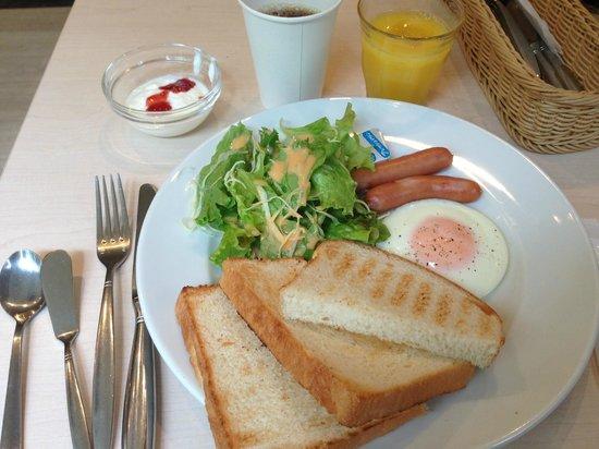 Keikyu EX Inn Asakusabashiekimae: 朝食 - Breakfast.