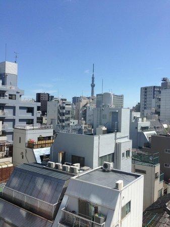 Keikyu EX Inn Asakusabashiekimae: お部屋から東京スカイツリーが見えます。View from the room.