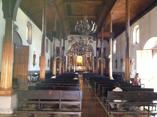 La Perla Hotel: Church, one of many