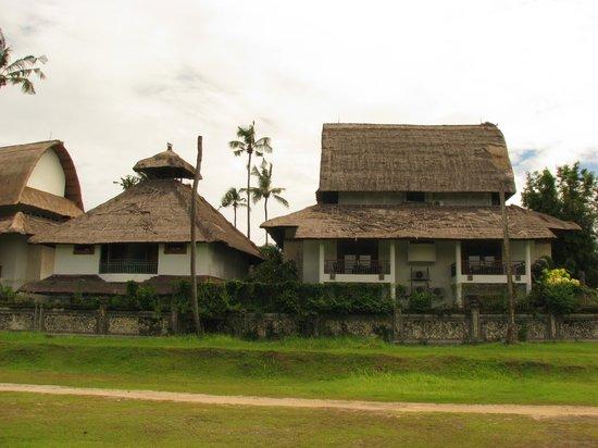 Sativa Sanur Cottages: aangezicht onze kamer rechts