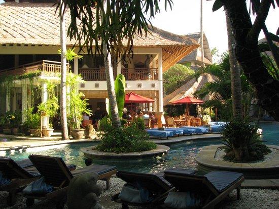 Sativa Sanur Cottages: kamers met uitzicht op zwembad