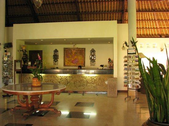 Sativa Sanur Cottages: De intree van het hotel