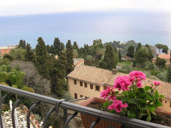 Parc Hotel Ariston & Palazzo Santa Caterina: Blick vom 4.OG auf das kleine Kloster