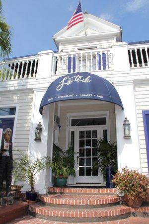 La Te Da Hotel: Front Entry
