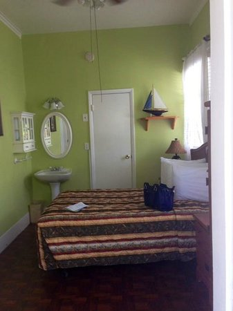 The Palms Hotel- Key West: Room with double bed