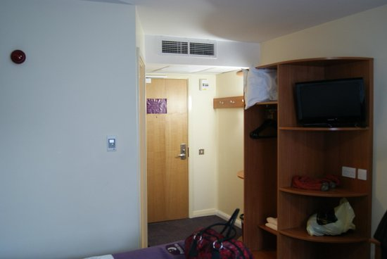 Premier Inn Kendal Central Hotel: Room / Storage