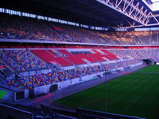 Tulip Inn Düsseldorf Arena: Dieser Blick bietet sich von der Terrasse vor dem Restaurant.