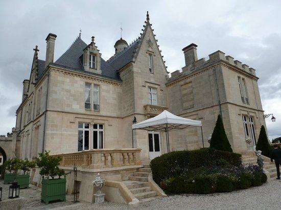 Chateau Pape Clement: Este es el Chateau, donde tienen habitaciones y donde se puede alojar uno