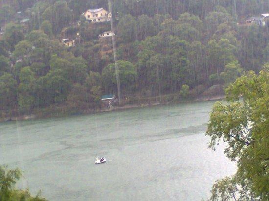 Hotel Pratap Regency : raining view