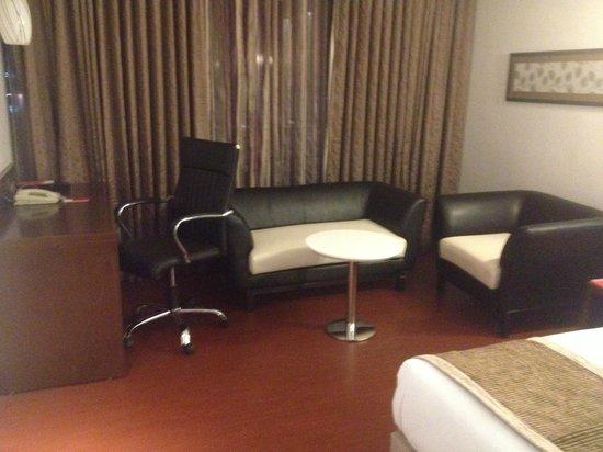 Daspalla Hotel: The Study/ leisure area in the room