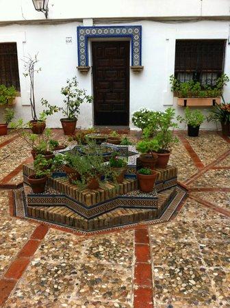Hospederia del Atalia: patio d'une des entrée de l'hotel