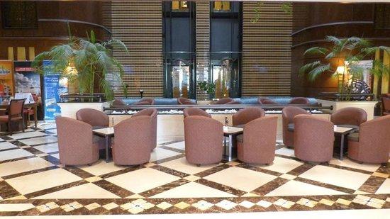 Flora Grand Hotel: Hall