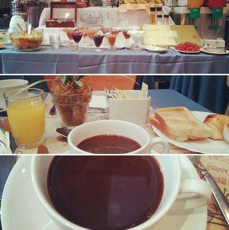 Armon Suites Hotel: Desayuno variado