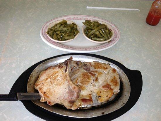 Wolfes Diner: Pork Chop Special