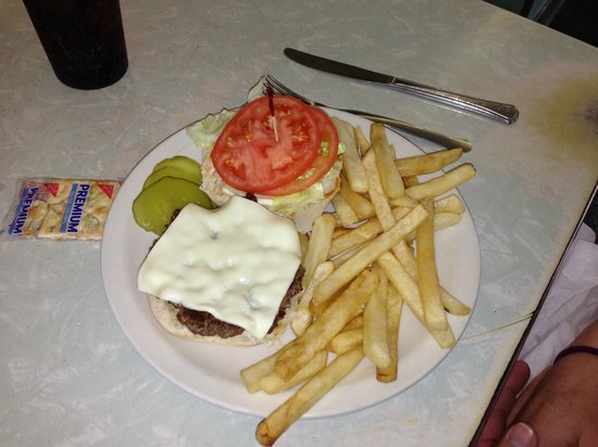 Wolfes Diner: Cheeseburger Royal (fries included)
