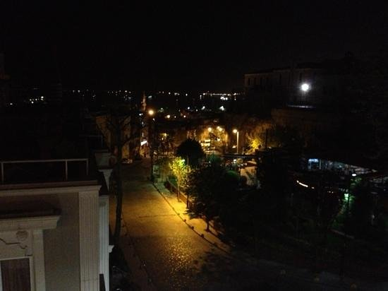 Hotel Yunus Emre: вид ночью с террасы