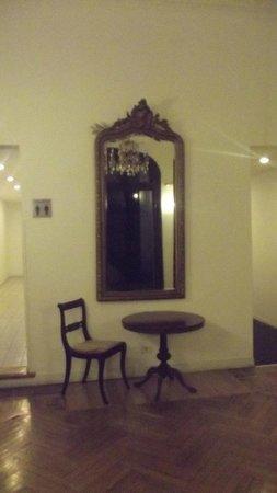 Hotel Mundial: Sala no primeiro andar