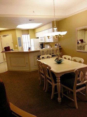 Sheraton Broadway Plantation Resort Villas: dining room/ kitchen