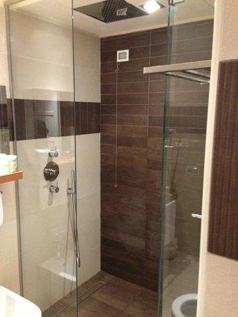 Hotel Corallo: doccia