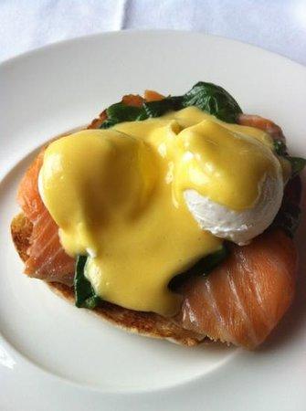 ماونت جوليت: Eggs Benedict