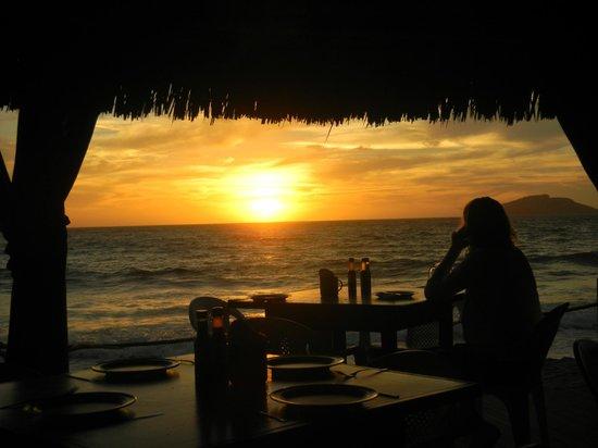 Golden Zone: Restaurante Las cuchupetas super famoso!