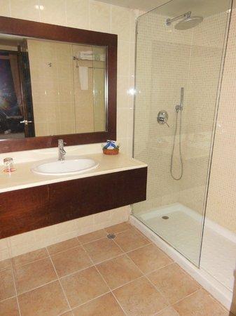 Tropical Princess Beach Resort & Spa: Salle d'eau numéro 2