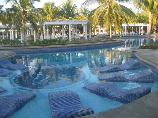 Outdoor Natural Gas Fire Pit Table, Water Lounge Chairs Picture Of Hotel Riu Montego Bay Ironshore Tripadvisor