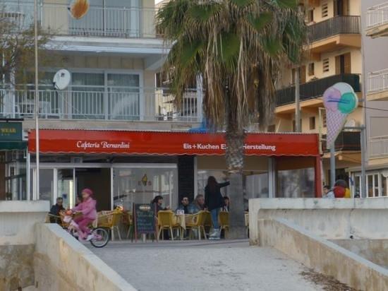 Heladeria Bernardini: Blick vom Strand