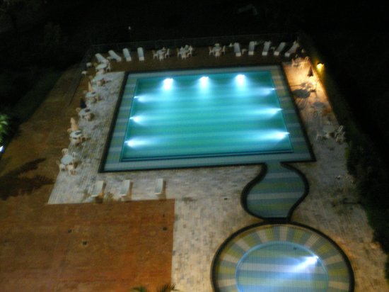 Falls Galli Hotel: foto tirada a noite