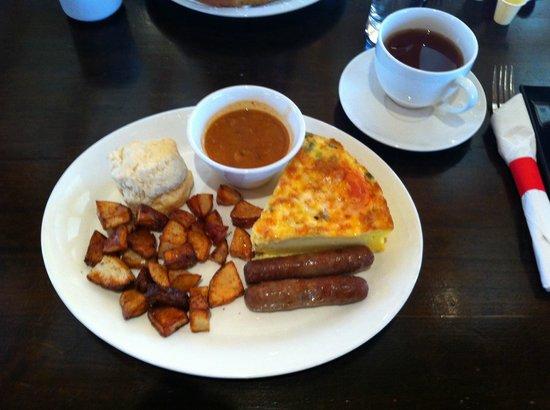 Temple's Sugar Camp: Great omelette breakfast