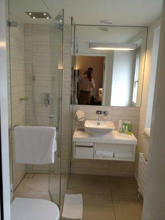 Hotel D - Basel: nice bath rain shower :-)