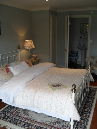 Hilltop House Bed and Breakfast: The Executive Double