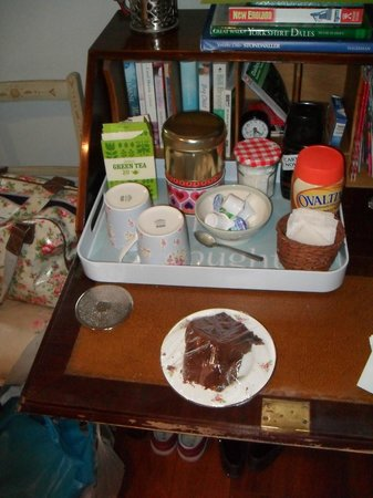 Hilltop House Bed and Breakfast: Homemade Chocolate Fudge Cake!
