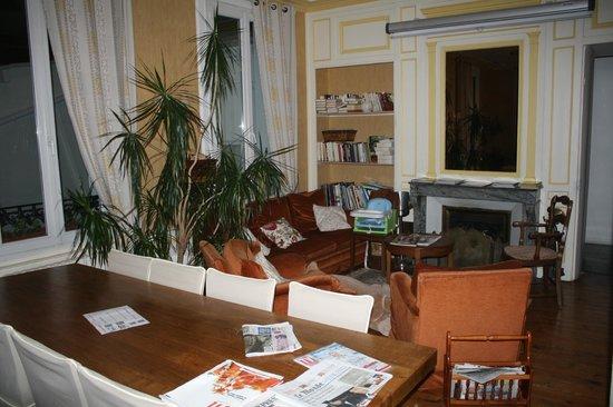 Hotel des Phares Logis: Salle pouvant servir de salon de lecture et de salle à manger.