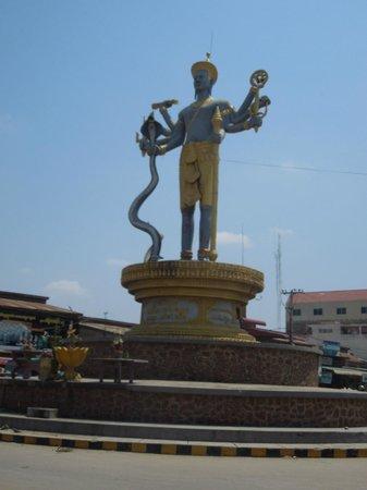 King Fy Hotel : Battambang monument
