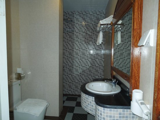 King Fy Hotel : Bathroom with shower