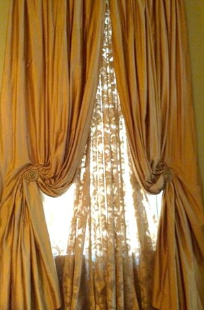 McKendrick - Breaux House: Draperies in Terpsichore