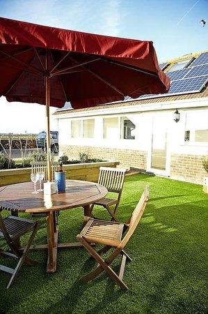 Castaways B&B and Guest House: Garden