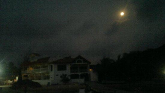 Sueno Del Mar Resort: desde el muelle y con luna
