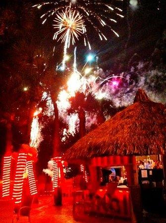 Salty's Tiki Bar : fireworks at Saltys!