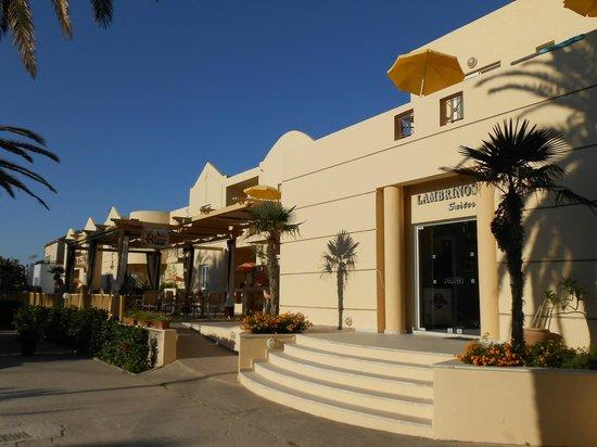 Lambrinos Suites: Front entrance