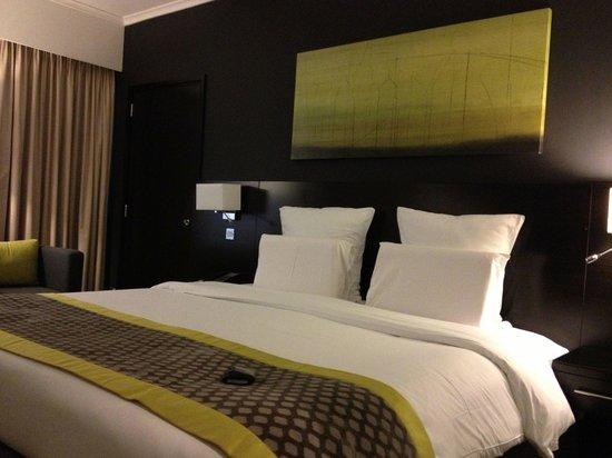 Pullman Dubai Deira City Centre: Cama Hab 1109