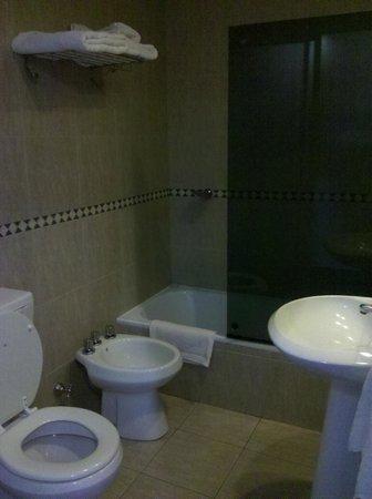Hotel Yaguaron: Baño
