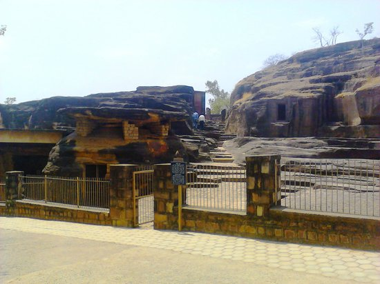 Vidisha, India: Entrance to the first cluster of caves