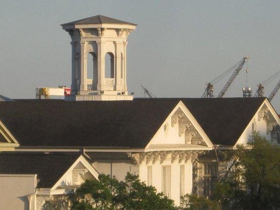 Hampton Inn & Suites Mobile/Downtown: View out my window, example of local architecture