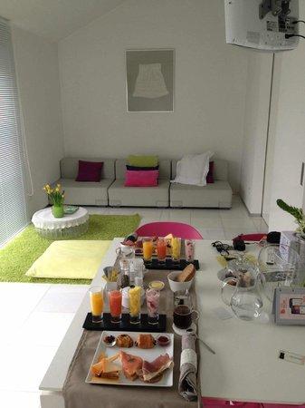 Maison Bousson Bed & Breakfast: le salon de la suite