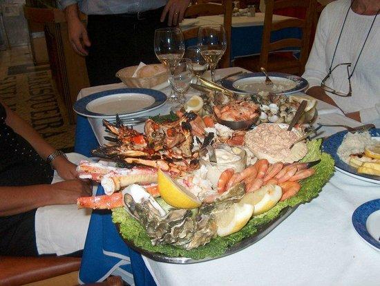 Marisqueira Santa Marta : Mariscada: Sapateira, Lagosta, Camarão tigre grelhado, camarao cozido, ameijoas, carangueijo