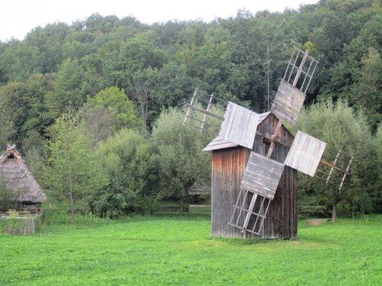 Skansen w Sanoku: windmill