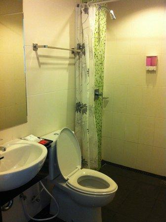 The Chambre Patong: bathroom
