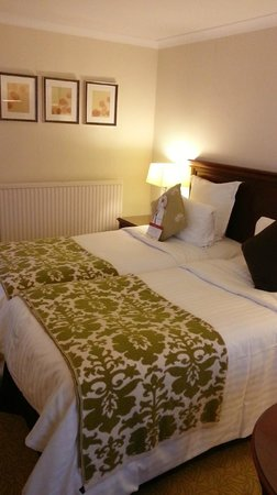 Dalmahoy Hotel & Country Club: Standard room on ground floor